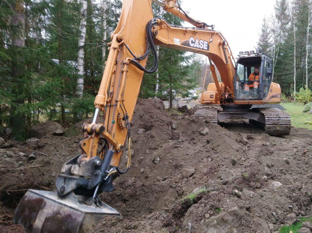 Talopumpaamon kaivua paineviemärille